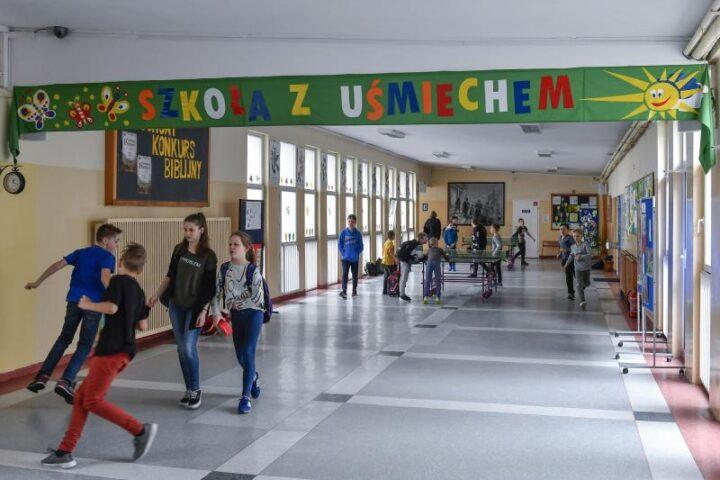 Uczniowie wrócili do szkół: przede wszystkim odbudowywanie relacji